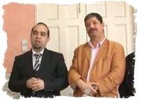 Le Lauréat à gauche et le directeur du journal Ali Fodil à droite